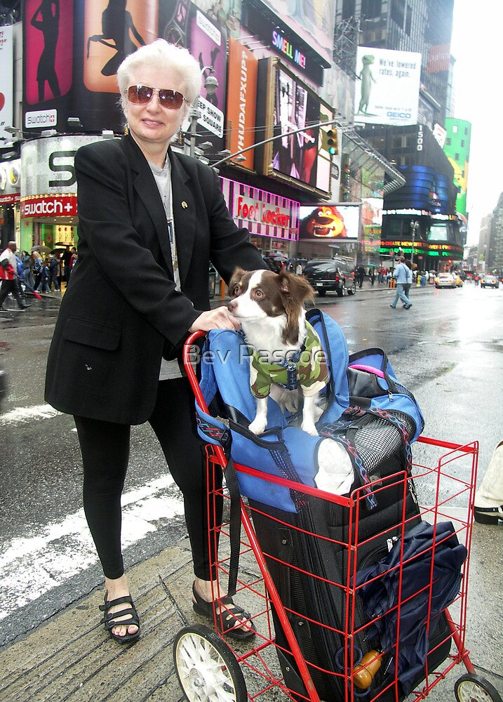 Shopping on Broadway, New York by Bev Pascoe