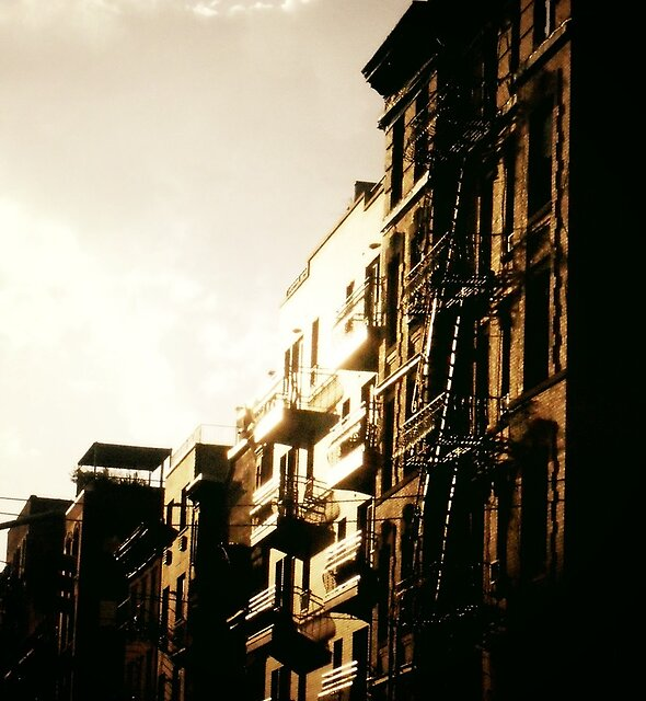 «Cuando el Sol Golpea - Lower East Side» de Vivienne Gucwa