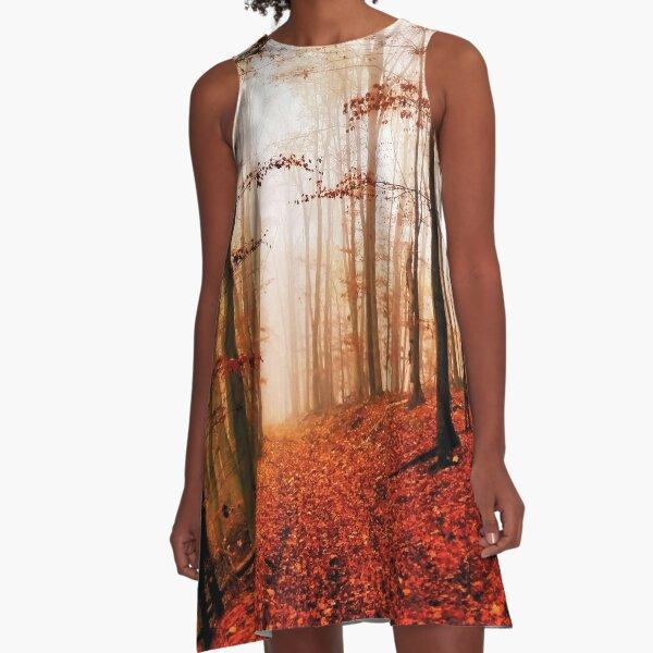 Mystisch und geheimnisvoll Herbstwald im Nebel - Grafik und Design von Salogwyn Life Art A-Linien Kleid
