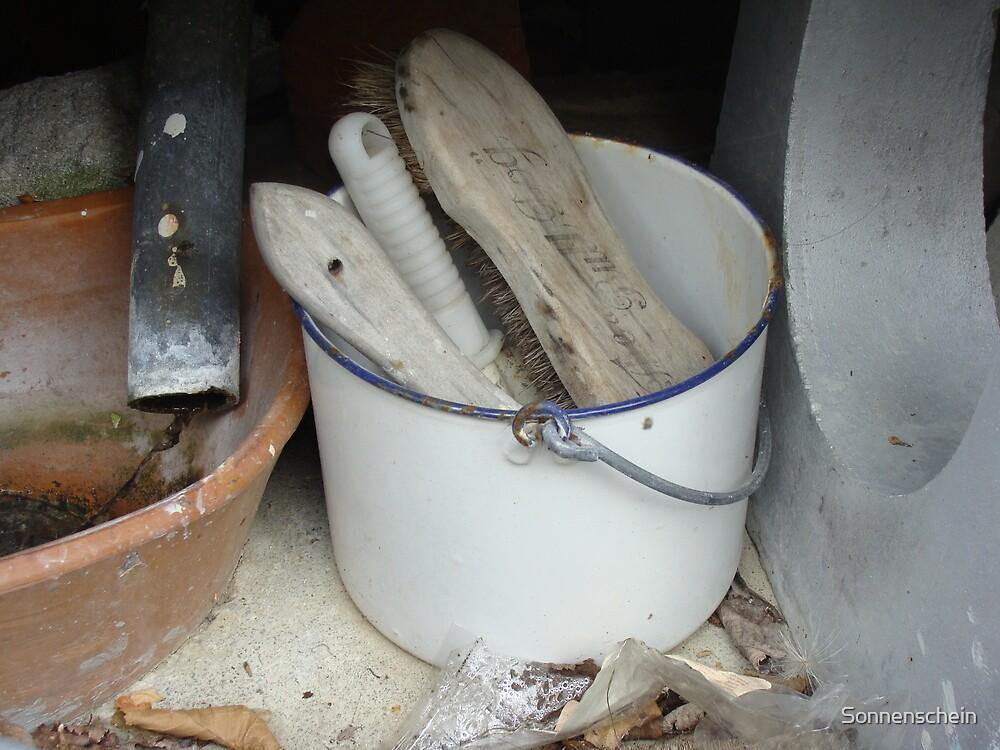 Retro cleaning bucket by Sonnenschein