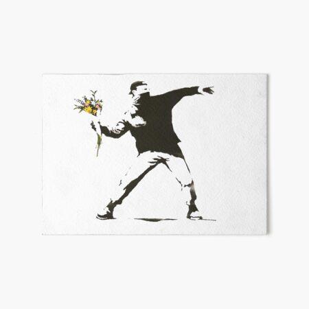 Banksy - Hombre arrojando flores - Antifa vs Diseño de manifestación policial para hombres, mujeres, póster Lámina rígida
