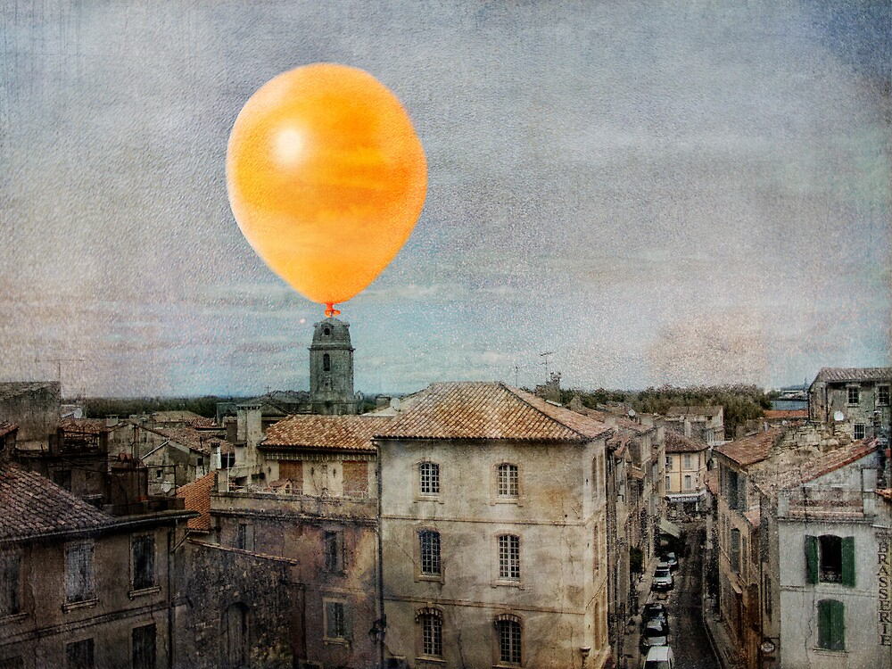 Yellow balloon in Arles by bchamp