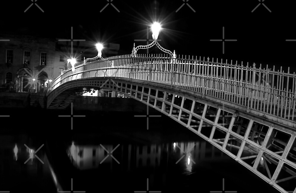 Ha'Penny Bridge At Night (mono) by Denise Abé