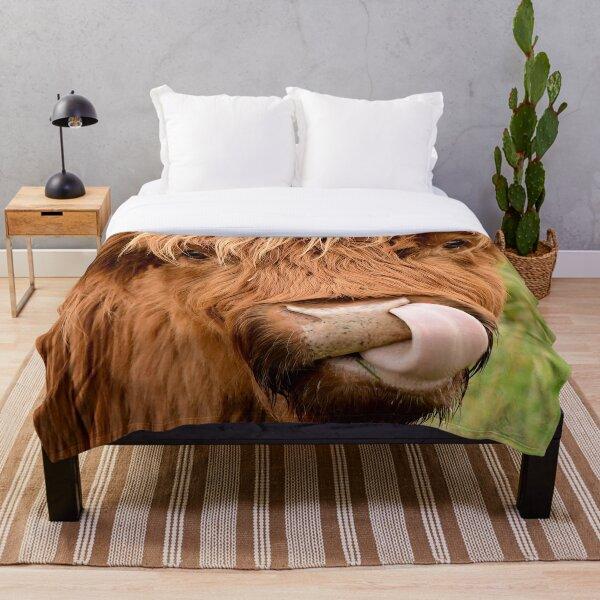 Tasty, the highland cow Throw Blanket