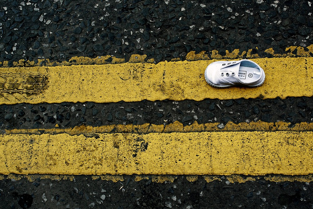 Little lost shoe on double yellow lines by Esther  Moliné
