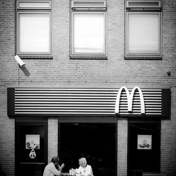 Leiden, McDonald's Restaurant in Beestenmarkt by giuliomenna
