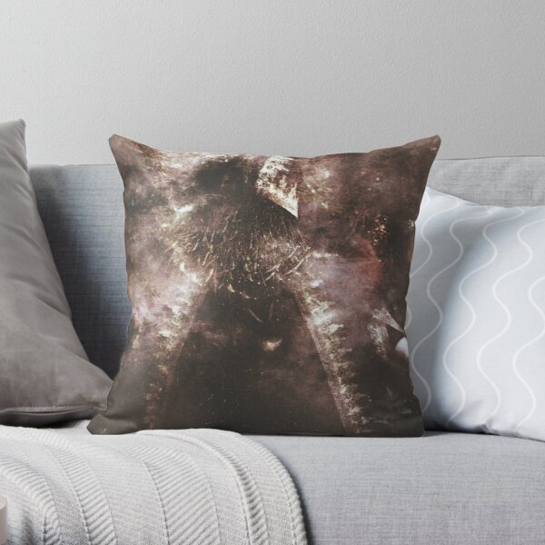 L'Enchanteur Sans Visage Throw Pillow