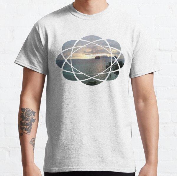 Sonnenaufgang Insel Meer Palmen Kreise Classic T-Shirt