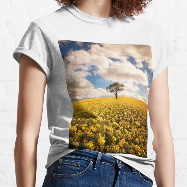 lone tree in a rapeseed field Classic T-Shirt