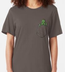 Kleine Tasche Cactuar Slim Fit T-Shirt