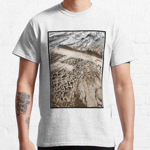 Sand tyre tracks Classic T-Shirt