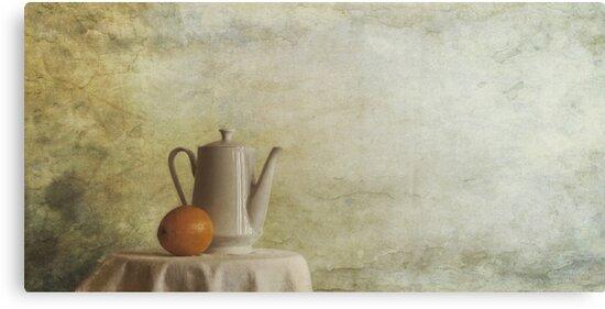 a jugful tea and a orange by Priska Wettstein