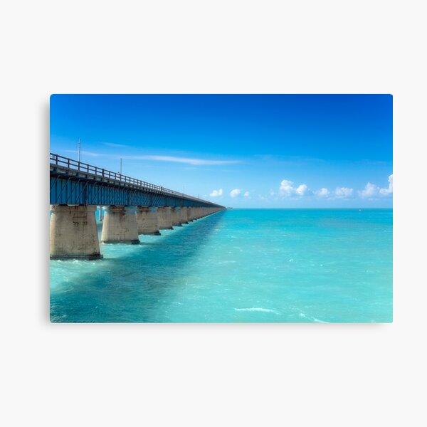 Es uno de los muchos puentes en EE.UU. 1 en los Cayos Lienzo
