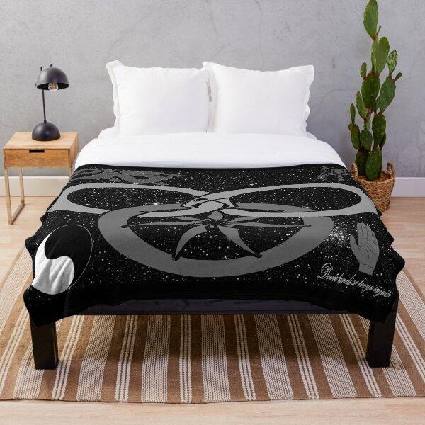 Wheel of Time - Tel'aran'rhiod and symbols - black and white Throw Blanket