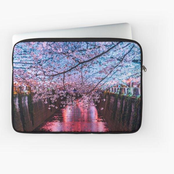 Tokyo - Meguro - Sous les cerisiers coule une rivière Housse d'ordinateur