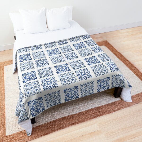 Blue and White Antique Traditional Moroccan Style Clean Artwork Comforter
