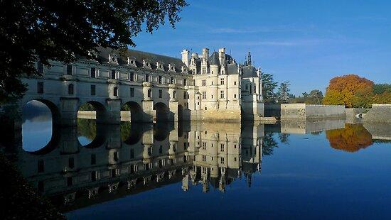 Chenonceau castle in autumn by Peter Zentjens