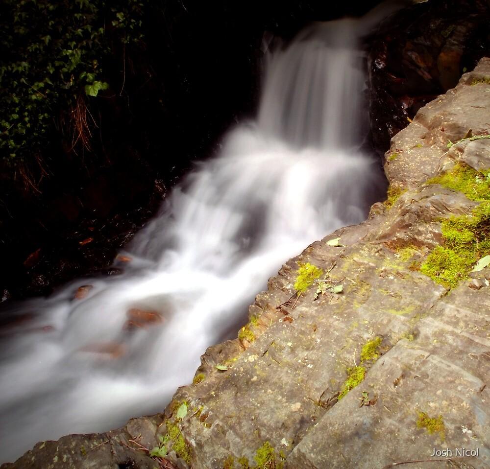 Stringers creek,walhalla by Josh Nicol