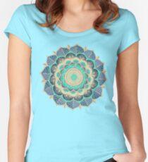 Camiseta entallada de cuello ancho Floración de medianoche