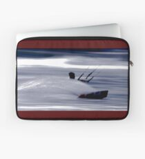 Kitesurfing - Riding the Waves in a Blur of Speed Laptop Sleeve
