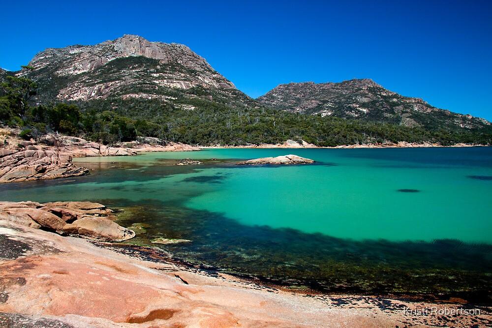 Honeymoon Bay, at Coles Bay, Tasmania Australia. by Kristi Robertson