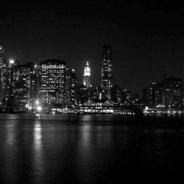 Manhattan skyline - B&W by piasek