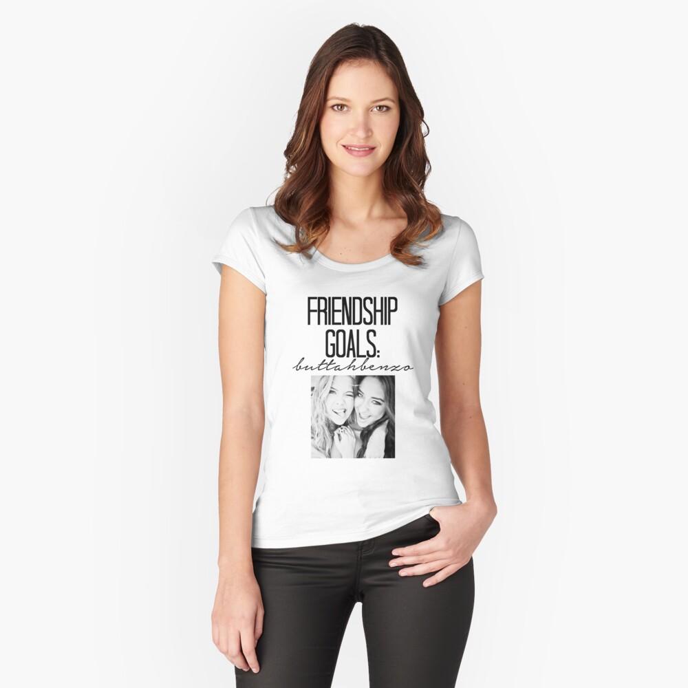 Freundschaftsziele; ButtahBenzo Tailliertes Rundhals-Shirt