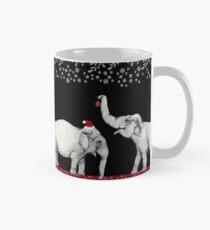 Fröhliche Elefanten, die Sankt-Hüte tragen Tasse (Standard)