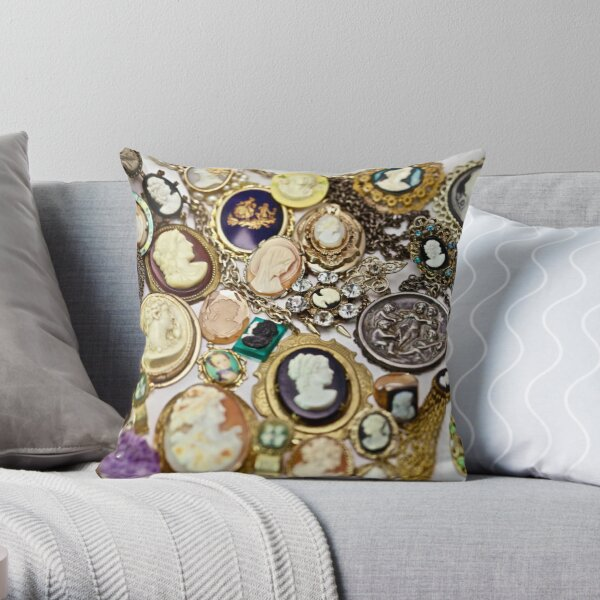 Cameo Calamity Coussin