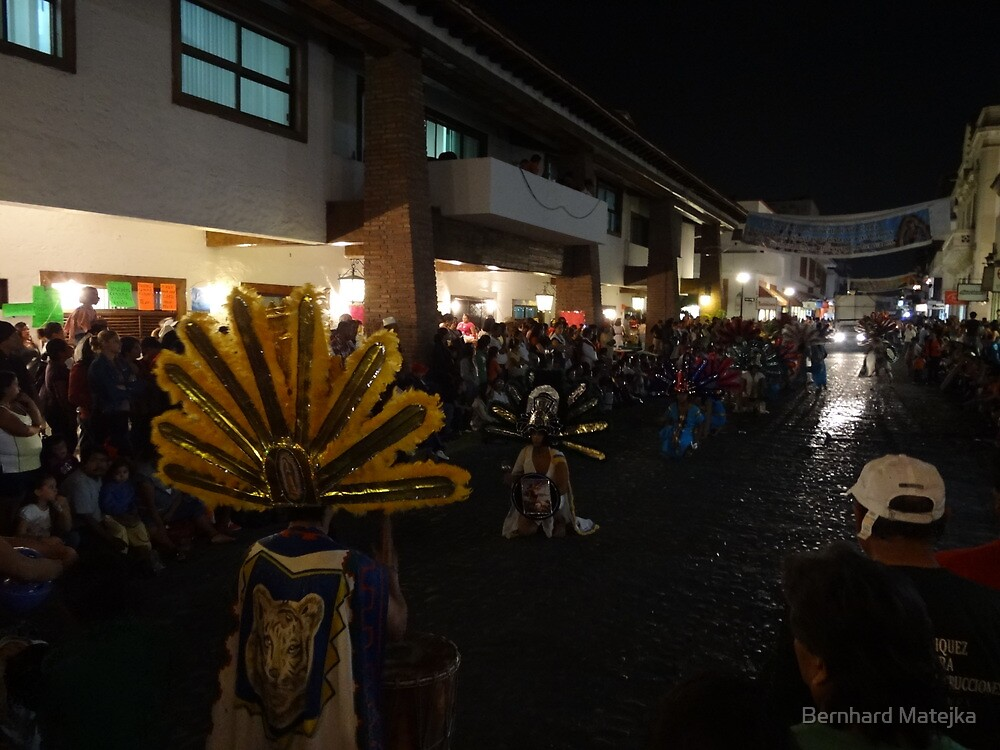 The next procession - La proxima procesión esperando by Bernhard Matejka