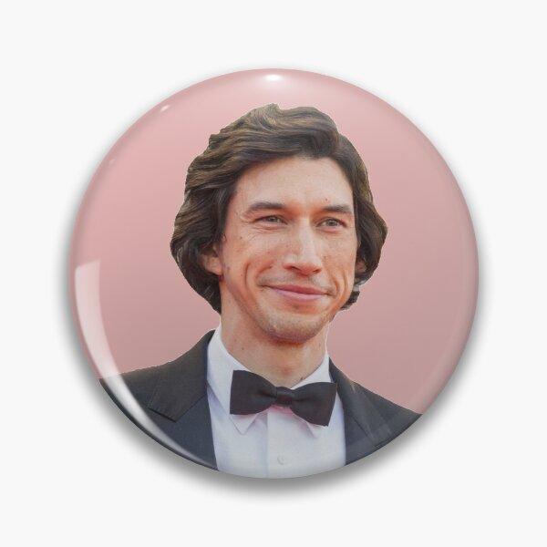 Adam Driver est une exposition chaude D Badge