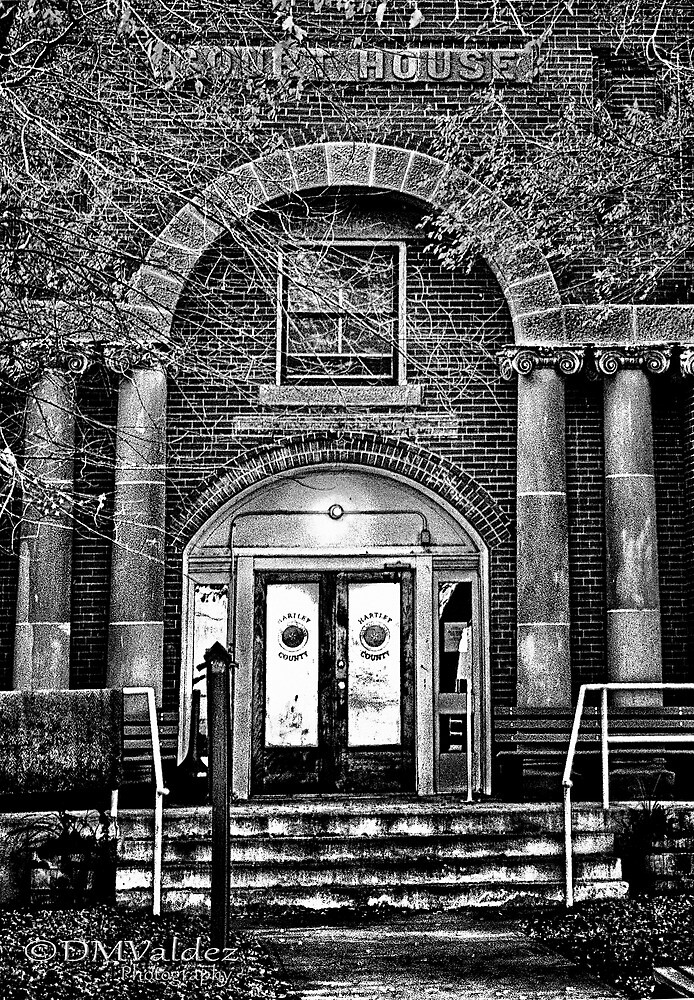 Hartley County Court House BW by dmvaldez