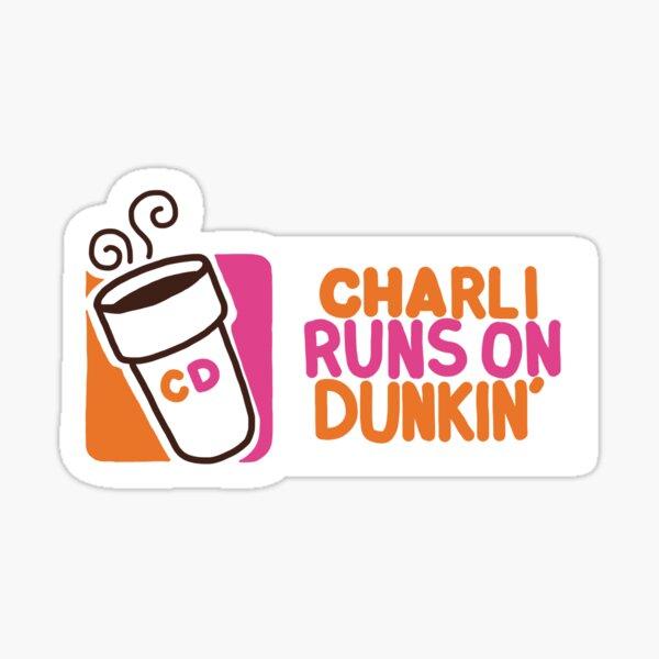 Charli corre en Dunkin ' Pegatina