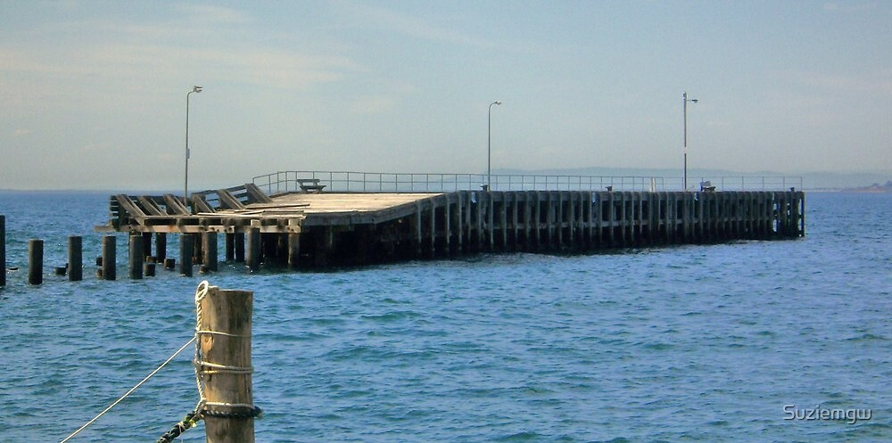 Old Mornington Pier by Suziemgw