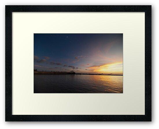 Sunset in Waikiki by jadennyberg