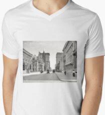 Camiseta para hombre de cuello en v Vintage Fifth Avenue NYC Photograph (1908)
