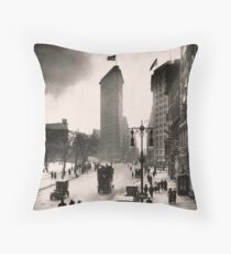 Cojín Vintage Photograph of The NYC Flat Iron Building 2