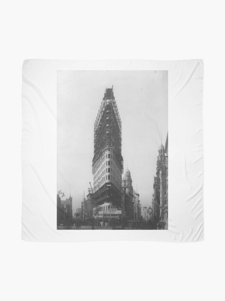 Vista alternativa de Pañuelo Old NYC Flat Iron Building Construction Photograph