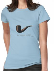 ceci n'est pas une pipe Womens Fitted T-Shirt