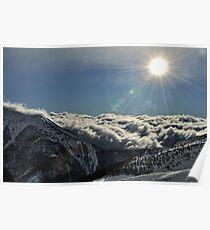 soleil sur mer de nuages Poster