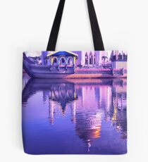 REFLECTING ON MOSQUE Tote Bag