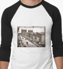 Camiseta ¾ bicolor para hombre Little Italy NYC Photograph (1908)
