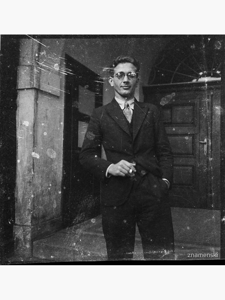 Портрет молодого человека с сигаретой у подъезда. Австрия в составе Третьего рейха после аншлюса в 1938 году. by znamenski