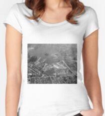 Camiseta entallada de cuello redondo U.S. Naval Yard in Brooklyn NY Photograph (1932)