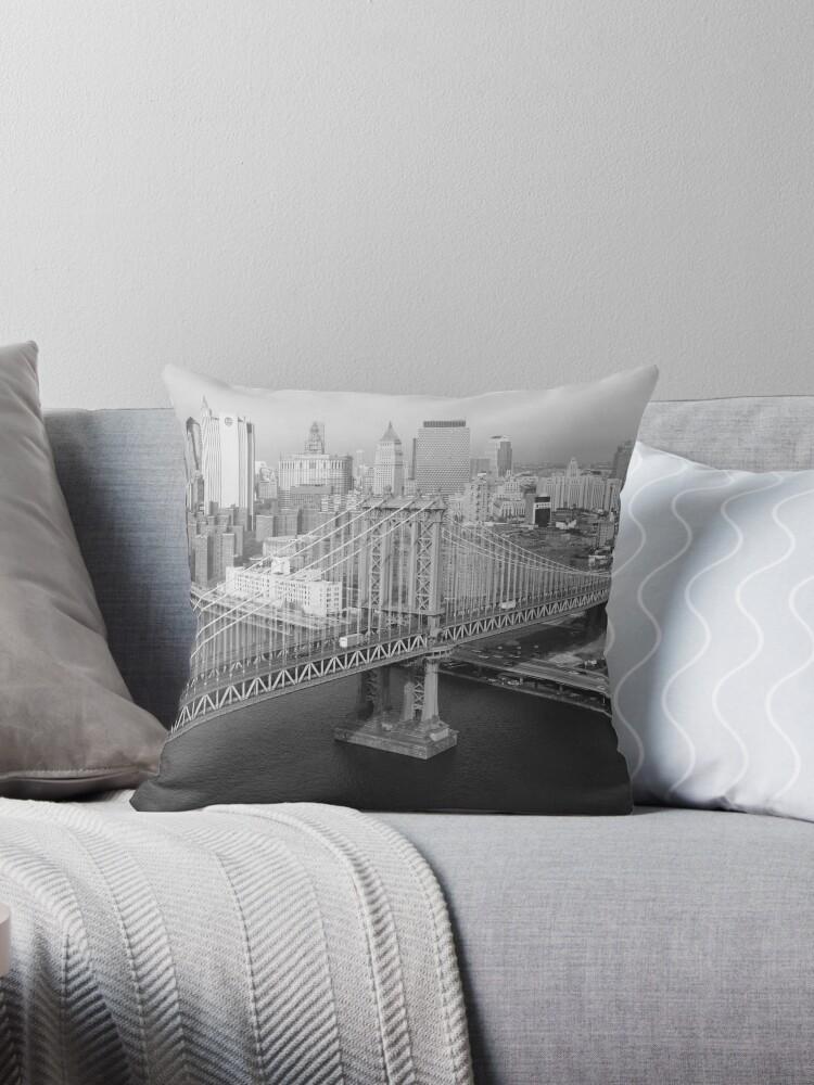 «Manhattan Bridge Black and White Photograph» de BravuraMedia