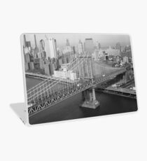 Vinilo para portátil Manhattan Bridge Black and White Photograph
