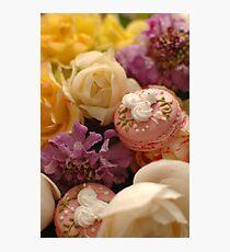 Mes macarons parmi les fleurs Photographic Print