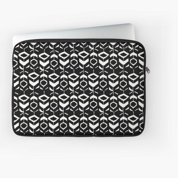 White flower pattern on a black background Laptop Sleeve