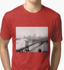 Camiseta de tejido mixto Photograph of NYC and The Williamsburg Bridge