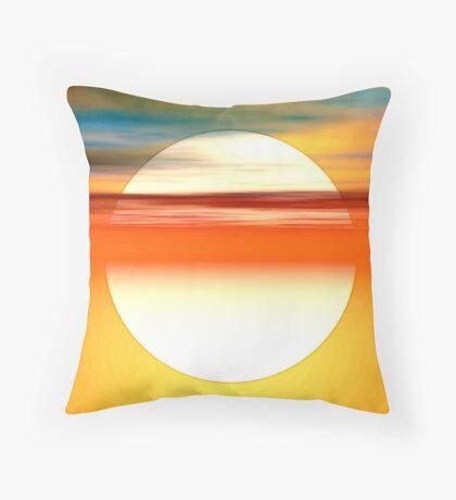 Nada como el sol Throw Pillow